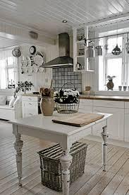 et rustikt og landlig kjøkken kitchen pinterest kitchens