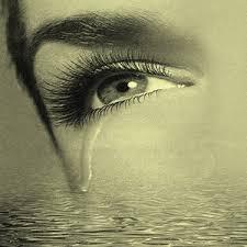 الحياة بحـــر يسبح فيه الإنســــان ....... images?q=tbn:ANd9GcR