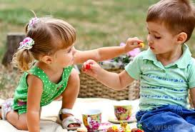 What are the Various Levels of Cousins   with pictures  Cousins who are close in age may share a lot of interests