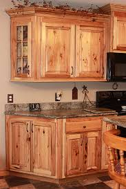 hickory cabinets kitchen cabinet in natural hickory chicrustichickorycabinets24rustichickorykitchencabinetspicturesrustichickorykitchencabinetsjpg