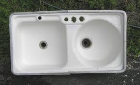 A Vintage Kitchen Sink With One Square Bowl And One Round Bowl - Shallow kitchen sinks