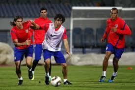 Filipe Luis,Tiago,Reyes y Miranda. En el álbum: Entrenamientos; Etiquetada con: estadio internacional de El Cairo - n_atletico_de_madrid_entrenamientos-3804687