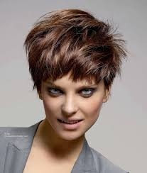 chic and trendy short hairstyle with layers messy look