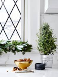 10 easy and elegant holiday decorating ideas to try this year