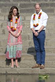 prince william and kate middleton meet mumbai u0027s u0027slumdog u0027 children