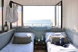 peinture de bord de mer cabane en bois un cabanon de pêcheur transformé en maisonnette