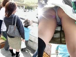 奥さん 盗撮の画像|【熟女パンチラエロ画像】しゃがみ込んだ奥さんのパンツが見たくて