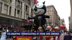 charlie brown thanksgiving tv macy u0027s thanksgiving parade charlie brown balloon leads favorites