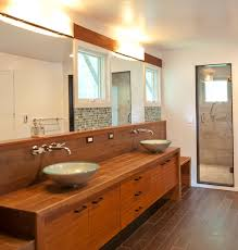 Comfortable Japanese Bath With Bamboo Bathtub And Mirrored Doors - Japanese bathroom design
