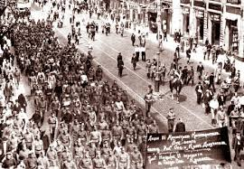 """""""La policía es incapaz de impedir el movimiento de la gente (Memorias del Gobernador de la ciudad de Petrogrado)"""" - marzo de 1917 - otros dos textos de interés de la misma fuente en los mensajes Images?q=tbn:ANd9GcRmlpwIfRBss_zH5jyghKzF87YfP3J5S41h-yqZZXhC5LfYnw61"""