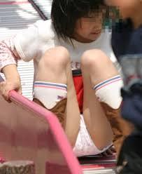 女子小学生  下着姿|