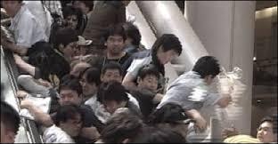 BBCBrasil.com | Reporter BBC | Multidão cai em escada rolante no ...