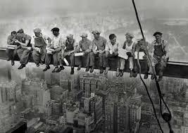 Trabajadores en la viga