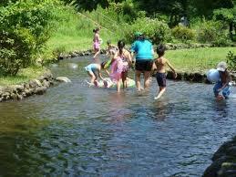 子ども 裸プール|