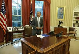 trump desk trump or obama who decorated the oval office better