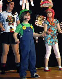 Großer Auftritt für die Büttenstars von morgen (v.l.: Sarah Ott, Lilly Cimini und Michelle Simon | Foto: Verein) - lilliy_cimini