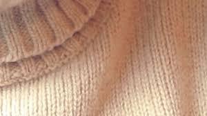 Come realizzare un portamonete con un vecchio maglione - DeAbyDay. - 554
