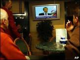 Pessoas infelizes assistem a mais TV, diz estudo