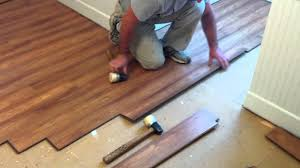 Uniclic Laminate Flooring How To Install Pergo Laminate Flooring Youtube