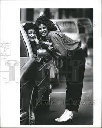 1984 Press Photo Heather Kahn saying goodbye to her mom | eBay - 5023197