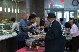 thanksgiving in dc president obama serving thanksgiving meals to veterans in dc