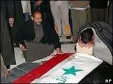Saddam é enterrado ao lado dos filhos na cidade onde nasceu