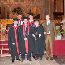 Bildunterschrift: Fluglehrer Steffen Schrader (rechts) ließ es sich nicht nehmen seinen Absolventen in Bristol zu gratulieren: (von links) Christopher Unger ... - 64_AFE