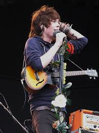Christofer performing