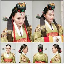 korean haristyle and hanbok Images?q=tbn:ANd9GcSJrt7In5u63SjG1A1Pxo5OEd3hMUxpOk-krkvfoO-FOOy3Ofx_