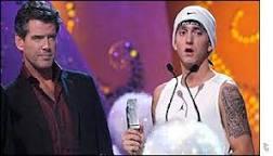 Eminem ganha 3 prêmios em noite de gala da MTV Europe | BBC ...