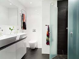 decorating ideas for small bathrooms in apartments