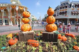 halloween decorated photos magic kingdom u0027s 2013 halloween decorations