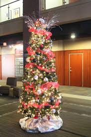 residential and commercial holiday decorating services