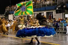 Escolas de samba brilham no último dia de desfiles em São Paulo ...