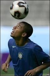 Real Madrid anuncia contratação de Robinho