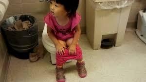女孩尿小女孩 小便|