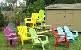 Spray Painting Metal Patio Furniture - curb alert quick 15 minute update outdoor patio chairs
