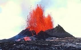 volcà en erupció