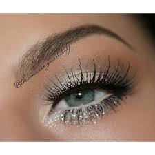 soft brown champagne gold glitter on lower eyelid beauty