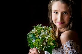 ... we want to share with your five things that many brides aren't aware of when choosing their wedding bouquet and florists may not tell you. - 170__KB40311-1