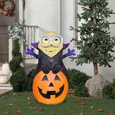 amazon com halloween inflatable 5 vampire minion bob on pumpkin