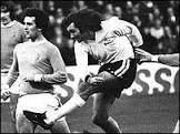 Morre George Best, ídolo do futebol britânico