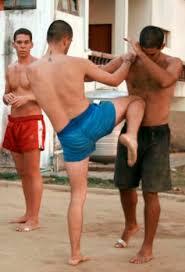 ... durante un entrenamiento en la escuela de Muay Thai (boxeo tailandés), del maestro español de artes marciales Pedro Villalobos, en el norte de Tailandia ... - 2009-02-19_IMG_2009-02-19_1235060446246_tailandia