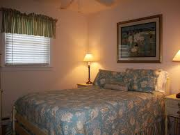 Cottages To Rent Dog Friendly by Dog Friendly North End Beach Cottage New Vrbo