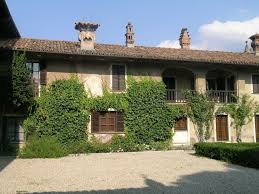 italian farmhouse would love to have a vacaction home like this