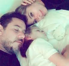 Adriane Galisteu posa ao lado do filho e do marido e se derrete ...