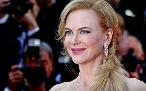 Nicole Kidman recebe prêmio de pijama