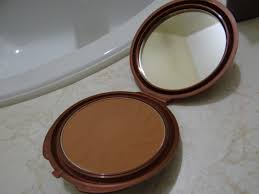 also it lasted quite a long time which is amazing for me because face makeup simply does not stay on my skin it 39 s a very nice natural coppery bronze