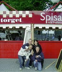 Foto: Johan Glassel. Spisa på Torget, Göka på Terrassen. Helen, Anders, Lena och Arto i Kungsträdgården. Party-Stockholm - 20010531123640