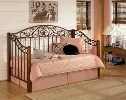 Cheap Daybed Comforter Sets Bedroom Fill Your Home With Cheap Daybeds For Furniture Ideas